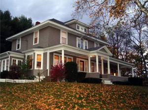 house-exterior-modern-houses-fall-leaves-1